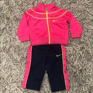 Adorable Nike warm-up, size 6-9 mo